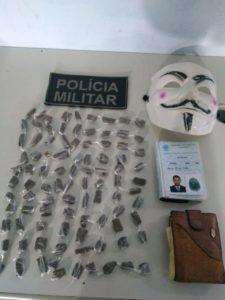 94 buchas de maconha apreendidas pela Polícia Militar na manhã de segunda, 10.
